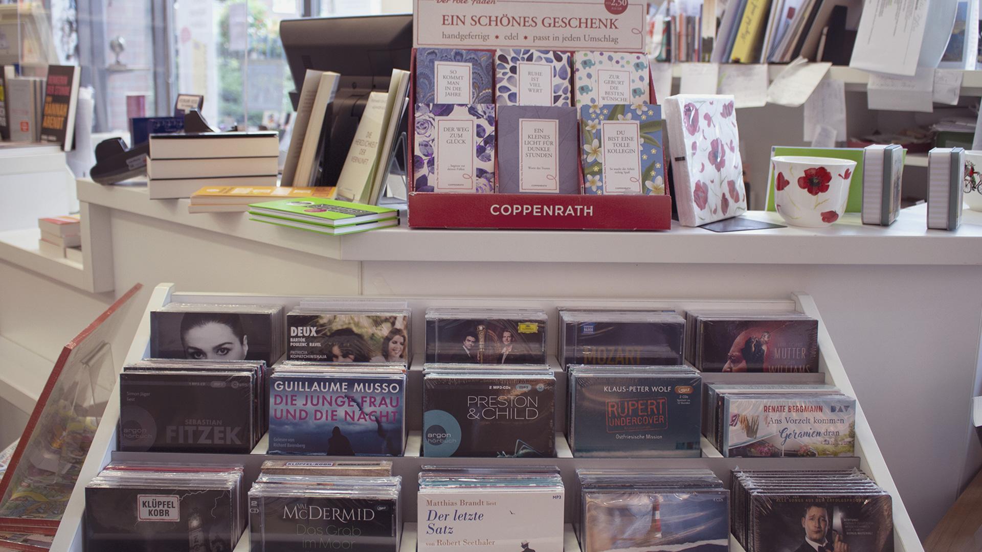 Hörbücher im Kassenbereich der Buchhandlung